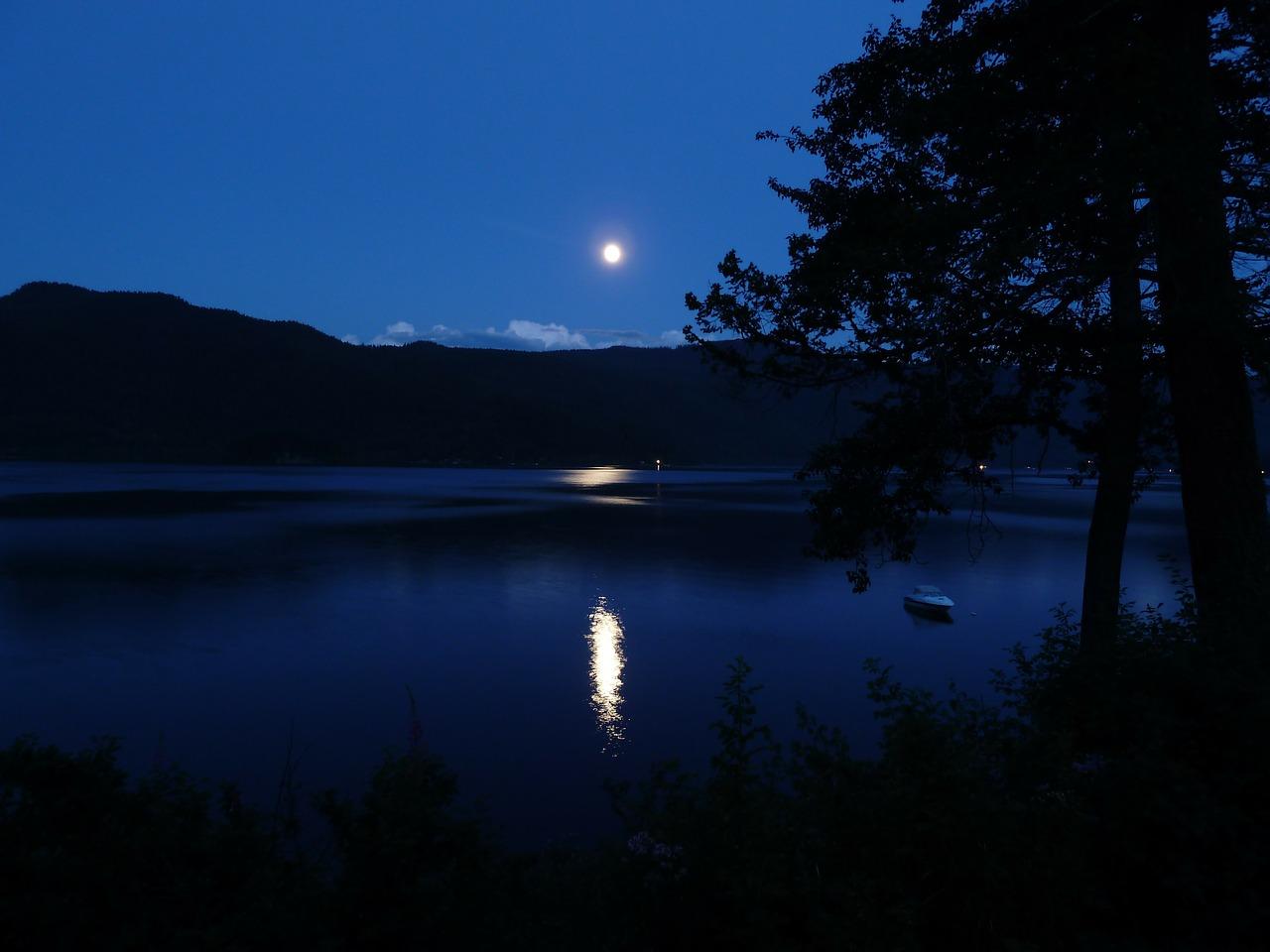 moon-65957_1280